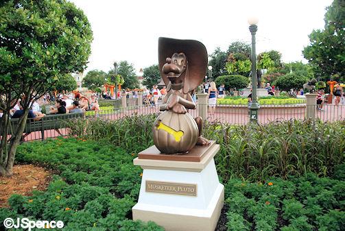Hub Statues