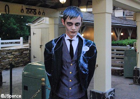 haunted mansion cast member
