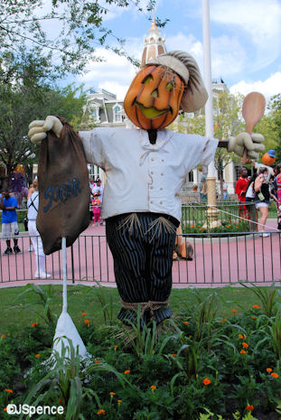 Town Square Scare-A-Crow