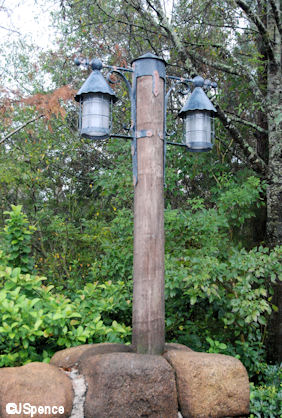 Camp Minnie/Mickey Lamppost