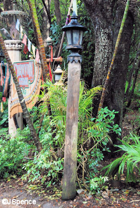 Asian Trail Lamppost
