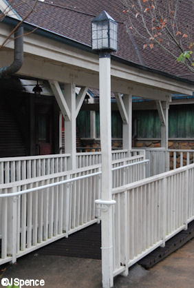 Hunting Lodge Lamppost