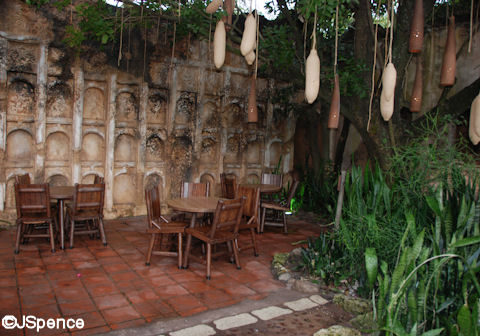 Tamu Tamu Table and Chairs