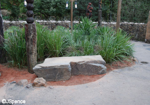 Expediton: Everest Rock Bench