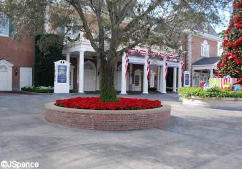 American Adventure Planter/Bench
