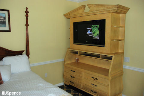 Garden Suite Chest of Drawers and TV