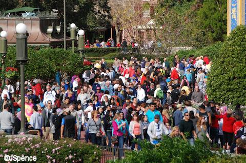 Crowds on The Hub