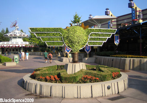 Disneyland Paris Honey I Shrunk the Audience Topiary
