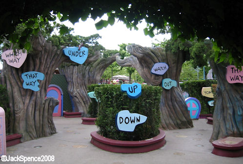 Disneyland Paris Fantasyland Alice's Curious Labyrinth