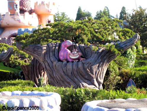 Disneyland Paris Fantasyland Alice's Curious Labyrinth Cheshire Cat