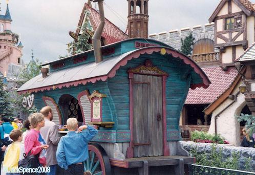Disneyland Paris Fantasyland Stromboli's Wagon