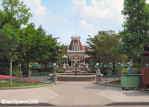 Disneyland Paris Hub Plaza Gardens