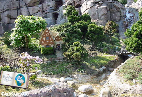 Disneyland Paris Fantasyland Land of the Fairytales Dwarfs Cottage from Snow White