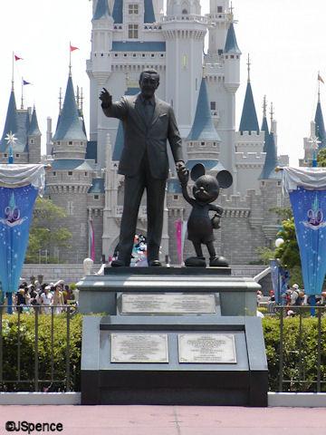 Tokyo Disneyland Dedication Plaques & Partners Statue