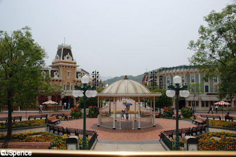 Hong Kong Disneyland Band Stand