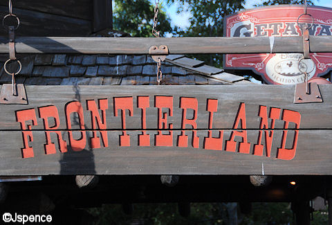 Frontierland Entrance Font