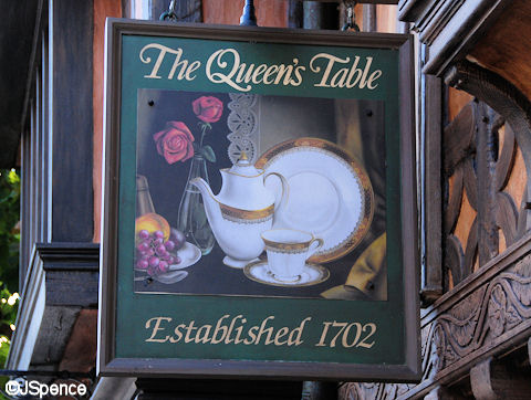 Queen's Table Sign
