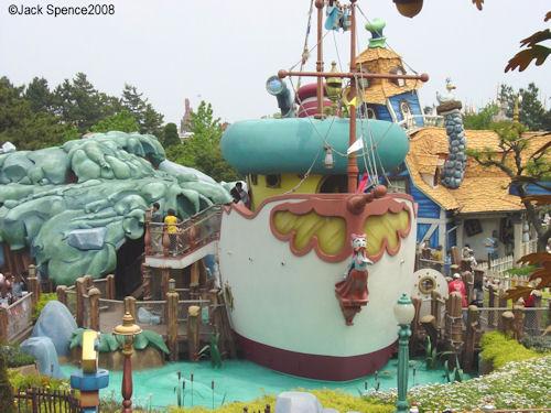 Donald's Boat Tokyo Disneyland