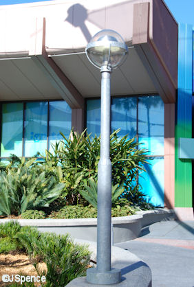 Innoventions Courtyard Lamp Post