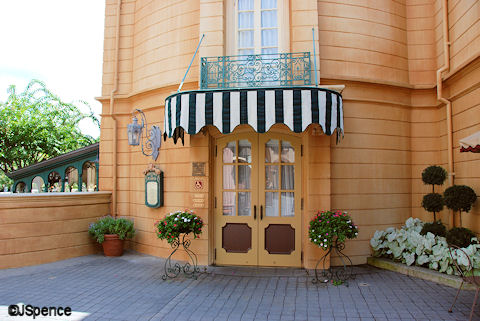 Bistro de Paris Entrance