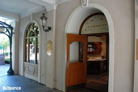 Givenchy Entrance