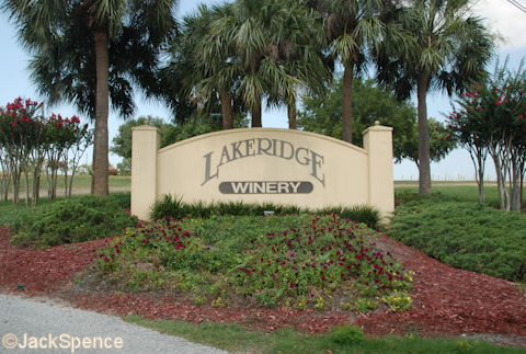 Lakeridge Winery Entrance Sign