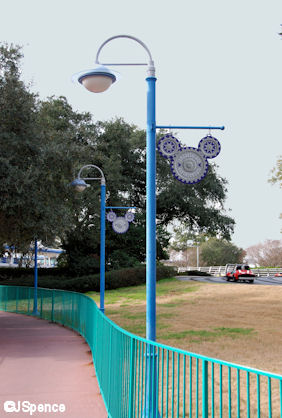Toontown/Tomorrowland Walkway Lamppost