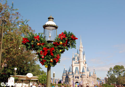 Lamp Post & Mickey Wreath