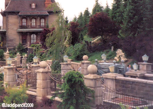 Phantom Manor Grave Yard Disneyland Paris