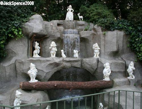 Snow White's Grotto Tokyo Disneyland