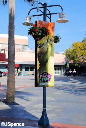 Animation Courtyard Lamp Post
