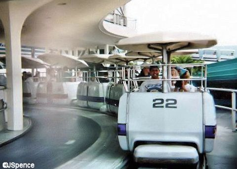 Disneyland PeopleMover Queue