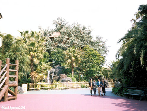 Adventureland Entrance from Westernland