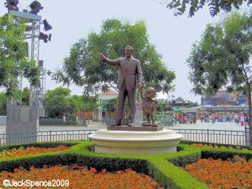 Disneyland Paris Walt Disney Studio Park Studio 1 Partners Statue