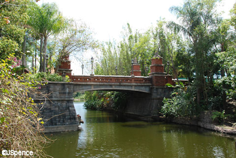 Bridge connecting Discovery Island and Asia in the Animal Kingdom
