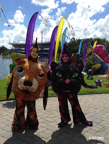 2-13-seaworld-spooktacular-dog-and-cat.jpg
