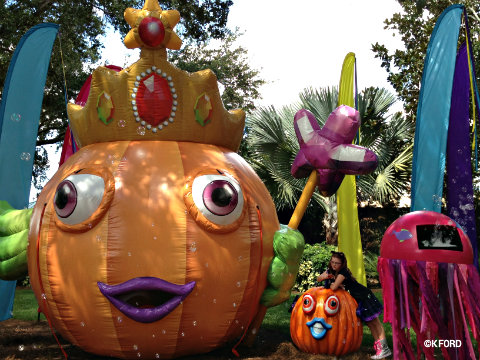 2013-seaworld-spooktacular-pumpkin-inflatable.jpg