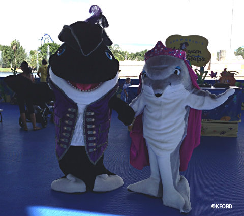 2013-seaworld-spooktacular-shamu-and-dolly.jpg