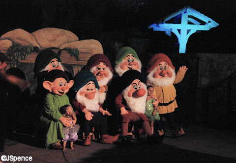 Disney-Halloween-7-dwarfs.jpg