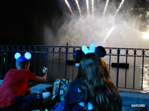Disneyland-Fantasmic-dinner-package-seating-blue-bayou.jpg