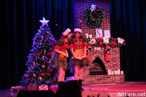 Santas-Fireside-chat-100.jpg