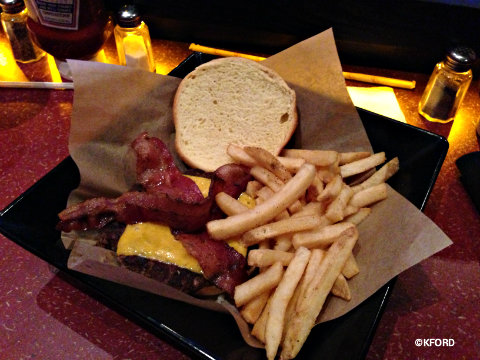 amc-dine-in-theatre-bacon-cheeseburger.jpg
