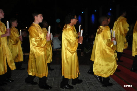 candlelight-processional-choir.jpg