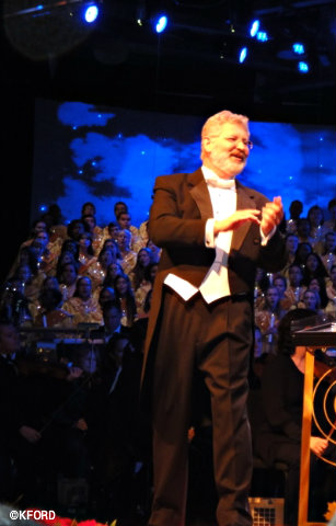 candlelight-processional-conductor.jpg
