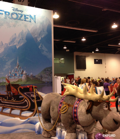 d23-expo-disney-consumer-products-frozen-photo-op.jpg