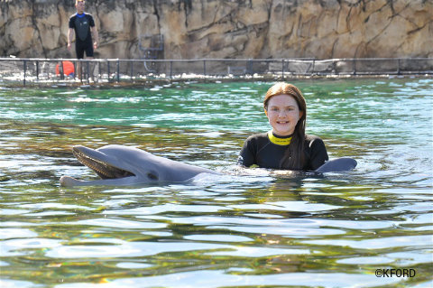 discovery-cove-lauren-poses-with-dolphin.jpg