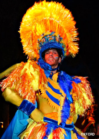 disney-animal-kingdom-discovery-island-carnivale-stilt-walker.jpg