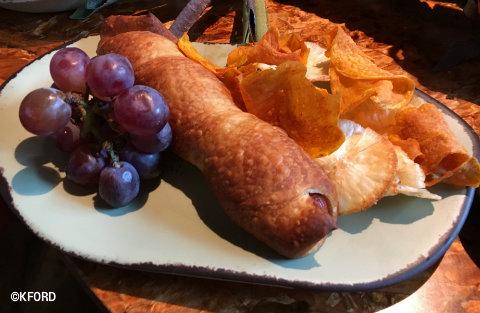 disney-animal-kingdom-pandora-avatar-hot-dog.jpg