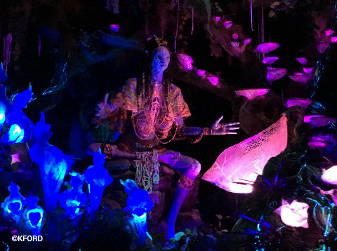 disney-animal-kingdom-pandora-navi-shaman-of-songs.jpg