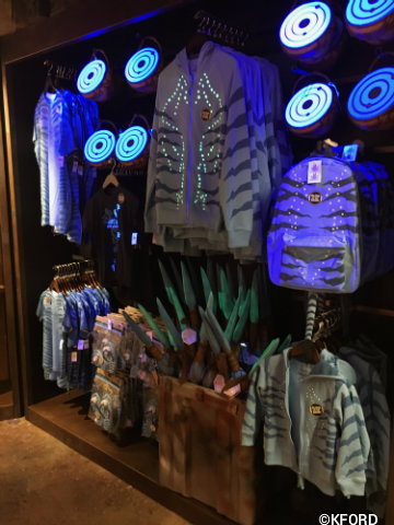 disney-animal-kingdom-pandora-reflective-clothing.jpg